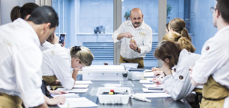 L' Atelier Barcelona, escuela y pastelería. Eric Ortuño, aula, curso