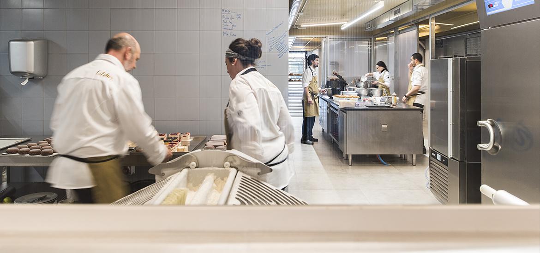 L' Atelier Barcelona, escuela y pastelería. Obrador. Eric Ortuño, Ester Roelas
